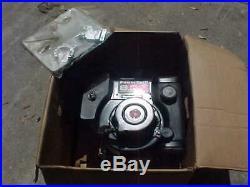 NOS Briggs & Stratton 195702 8HP Gas Engine 1 Vertical Shaft Pull Start